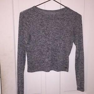 Cropped gray shirt